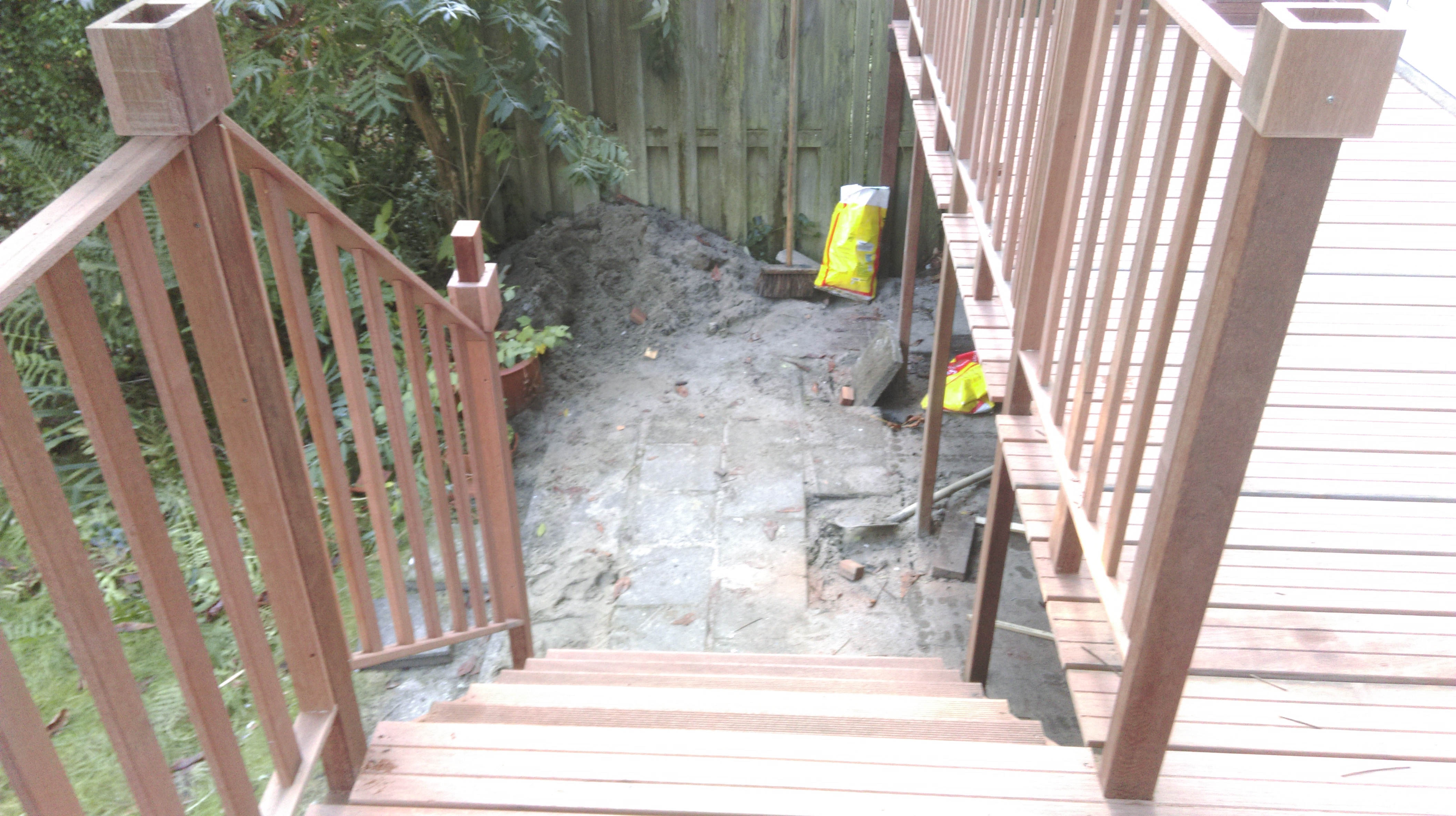 Hard houten balkon met trap